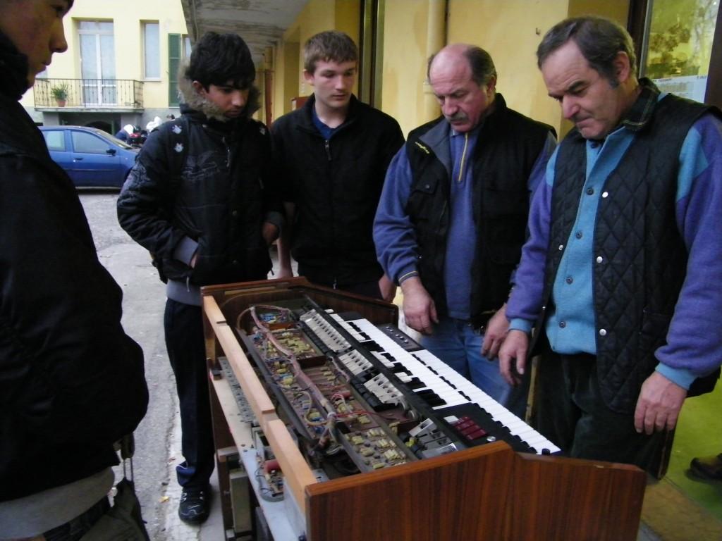 In cortile si suona anche l'organo!