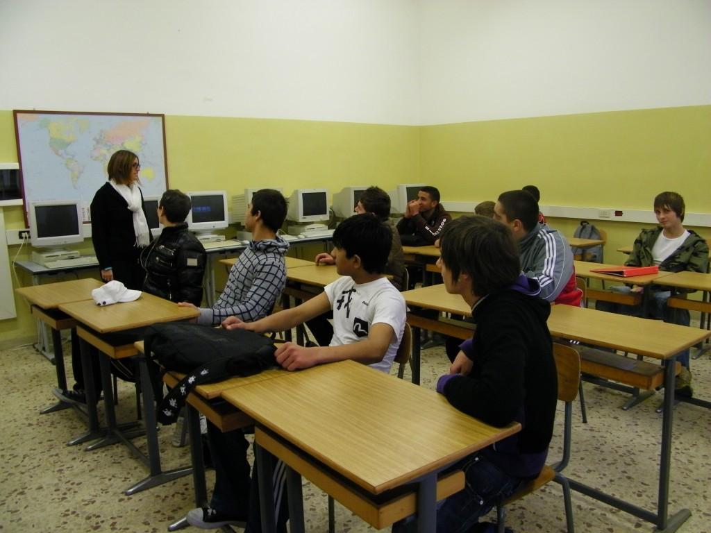 La prof. mele durante la lezione di inglese