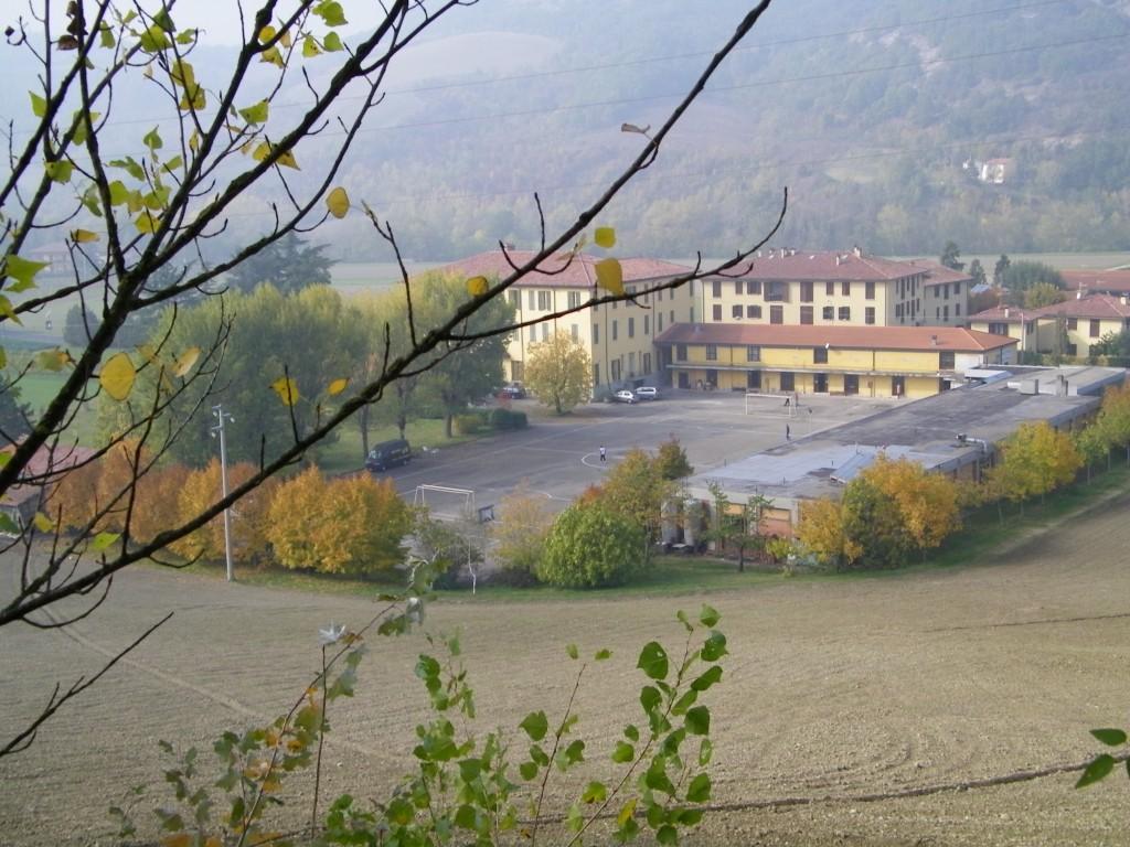 La nostra struttura dalle colline accanto